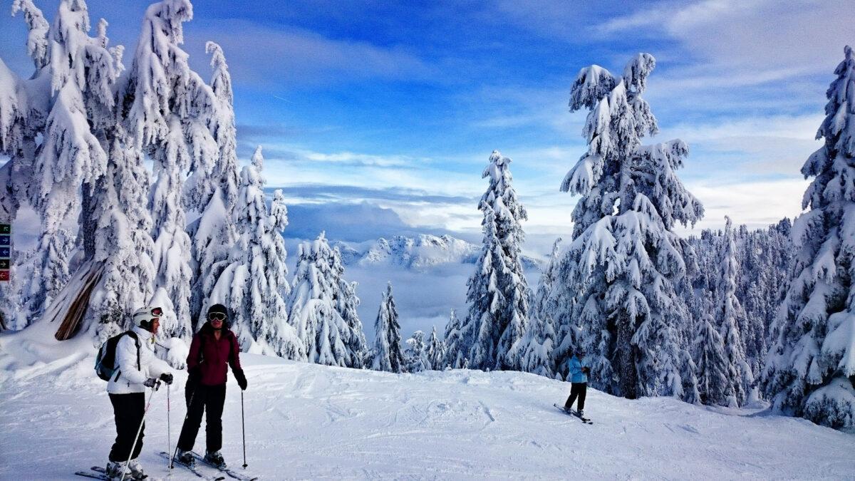 faire du ski en groupe